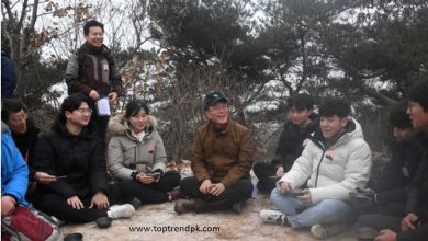 Photo of President Moon climbs Mt. Acha with citizens on New Year's Day