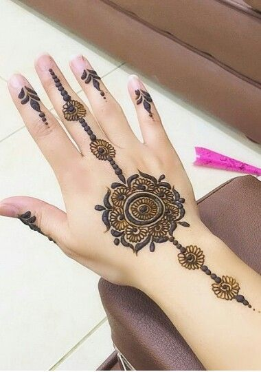 Minimalistic Mehndi Designs